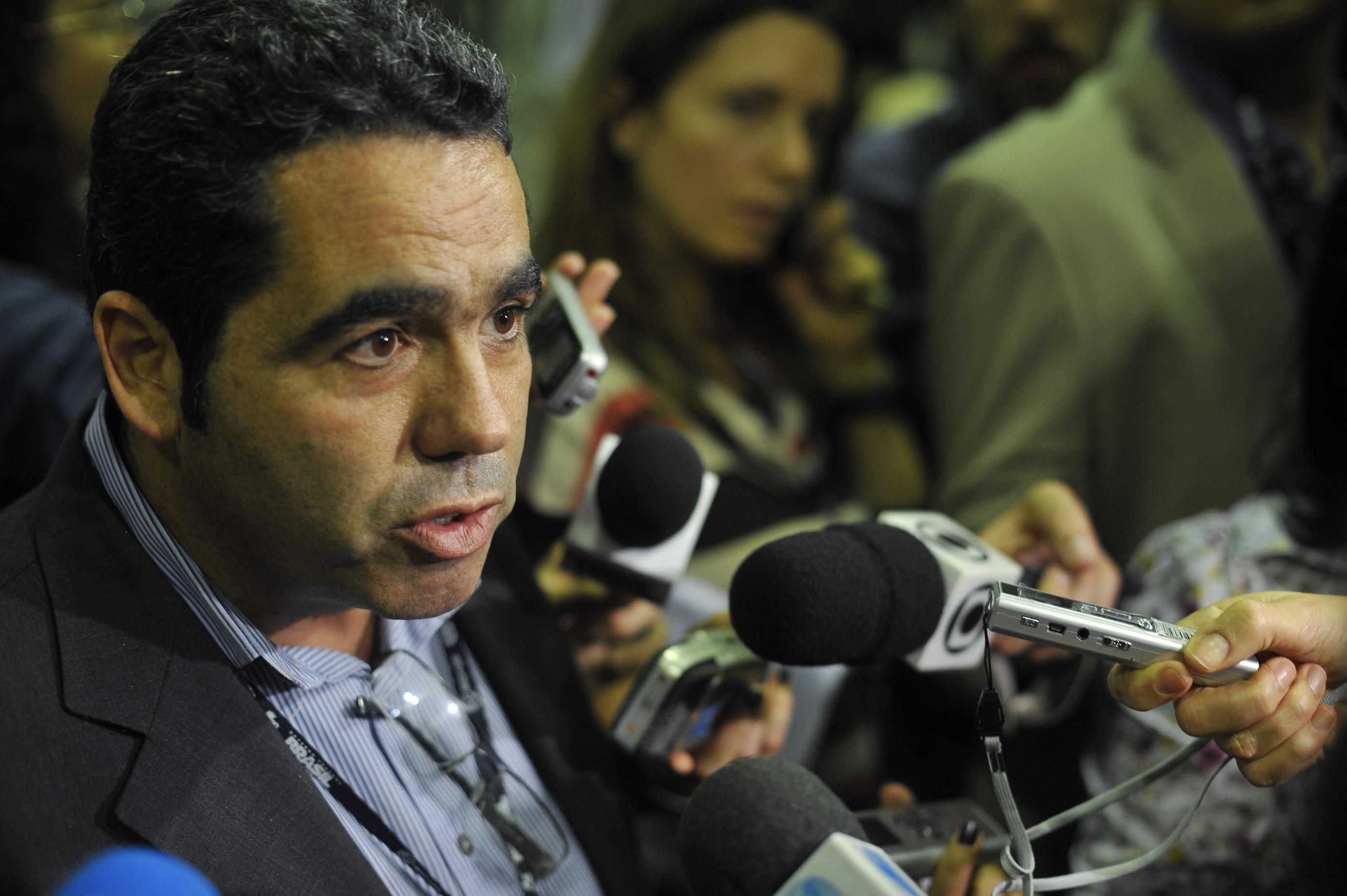 O diretor de Campanhas do Greenpeace Brasil, Marcelo Furtado, fala à imprensa sobre o documento final que está sendo discutido na Rio+20. Em nota, o movimento afirma que o rascunho do documento pode levar a Conferência sobre Desenvolvimento Sustentável ser chamada de