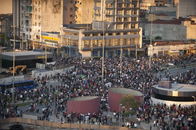 São Paulo, 17/06/2013 – Protesto contra aumento das passagens do transporte público, gastos na Copa do Mundo e a corrupção tomaram as ruas da capital paulista.