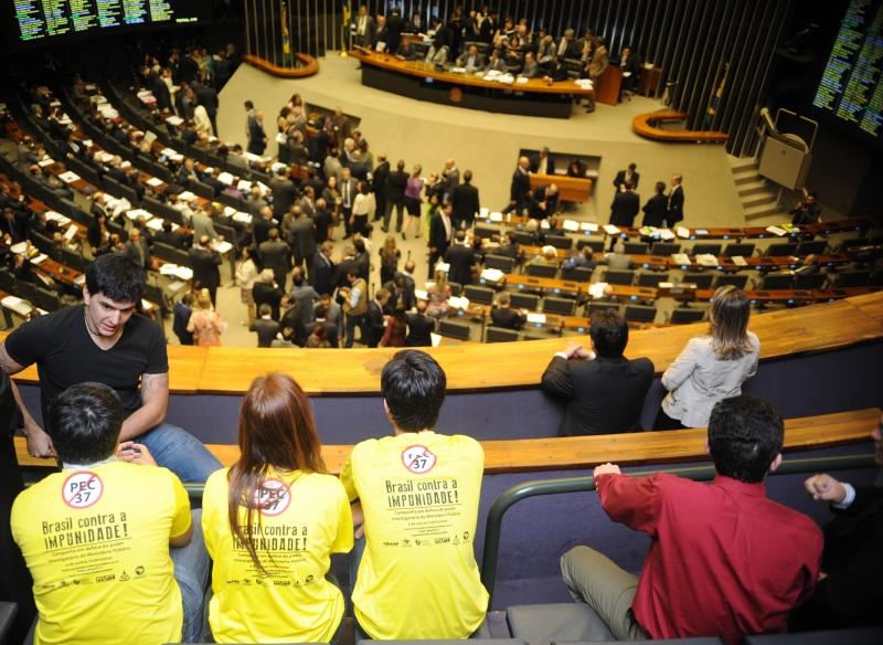 Brasília, 25/06/2013 - A Câmara dos Deputados durante sessão extraordinária, para discussão e votação da Proposta de Emenda à Constituição (PEC) 37