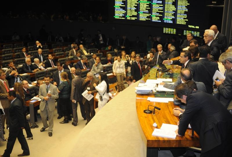 Brasília, 25/06/2013 - A Câmara dos Deputados durante sessão extraordinária, para discussão e votação da Proposta de Emenda à Constituição (PEC) 37, que retira poder de investigação do Ministério Público. Foto de Jose Cruz/ABr