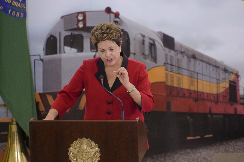 Brasília, 15/08/2012 - A presidenta Dilma Rousseff, fala na solenidade de lançamento do Programa de Concessões de Rodovias, Ferrovias e Trem de Alta Velocidade. Foto de Wilson Dias/ABr