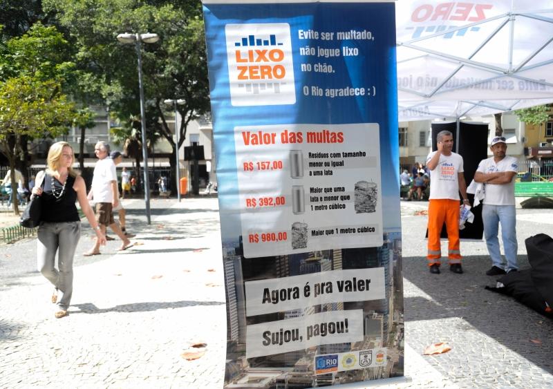 Rio de Janeiro - Lixo Zero chega a Copacabana, zona sul do Rio, a partir desta terça-feira (3). O programa pune quem descarta resíduos no chão. Foto de Tomaz Silva/ABr.