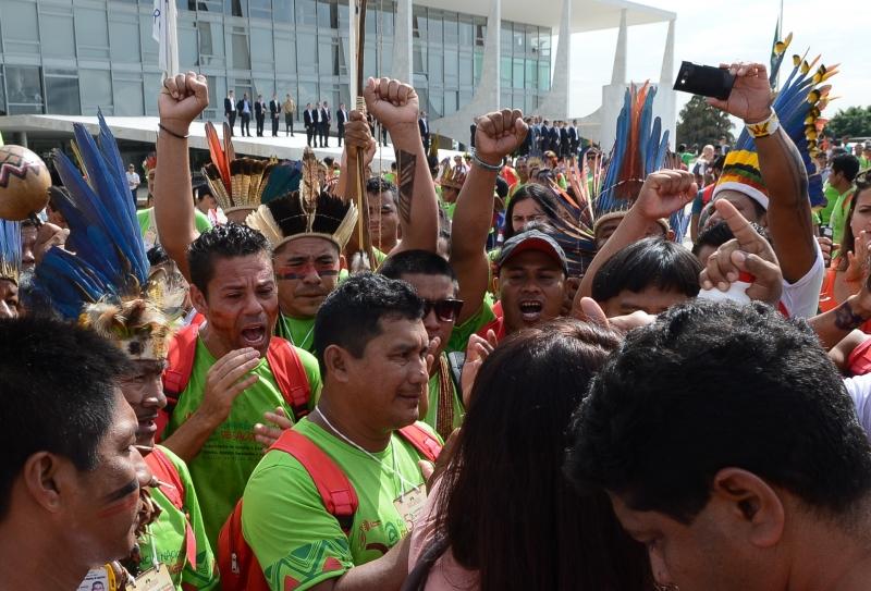 Brasília, 04/12/2013 – Índios de várias etnias protestam em frente ao Palácio do Planalto