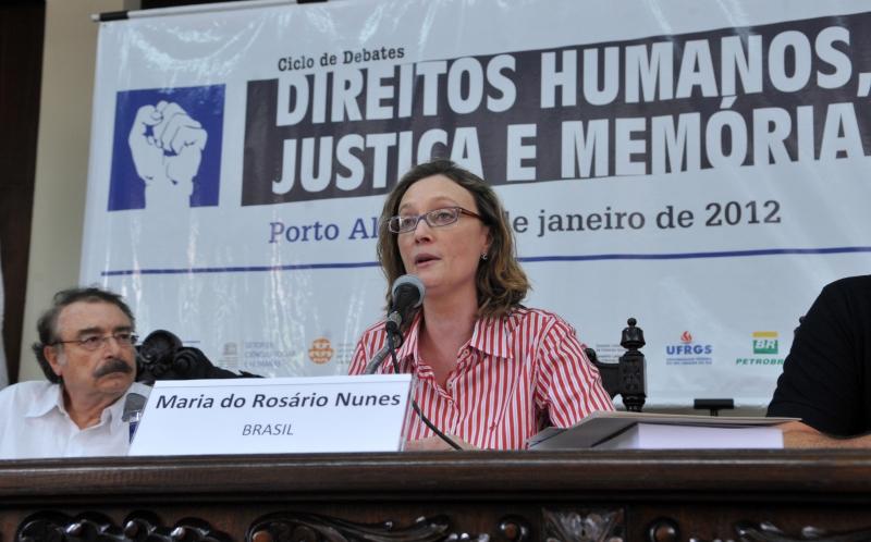 O jornalista e sociólogo Ignácio Ramonet e a ministra dos Direitos Humanos, Maria do Rosário, durante palestra no Fórum Social Temático. Foto de Valter Campanato/ABr