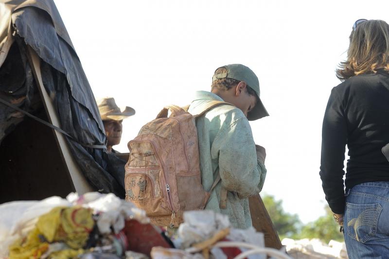 Lixão da Estrutural, a 15 quilômetros da região central de Brasília, concentra o maior número de casos de exploração do trabalho de crianças e adolescentes. Foto de Wilson Dias/ABr