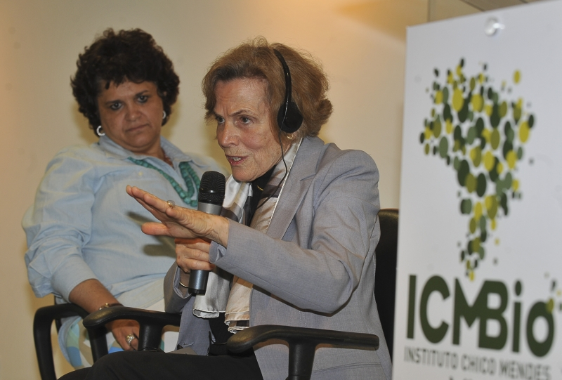 Brasília - A ministra do Meio Ambiente, Izabella Teixeira, e a oceanógrafa Sylvia Earle, durante palestra na sede do Instituto Chico Mendes de Conservação da Biodiversidade (ICMBio). Foto de Valter Campanato/ABr