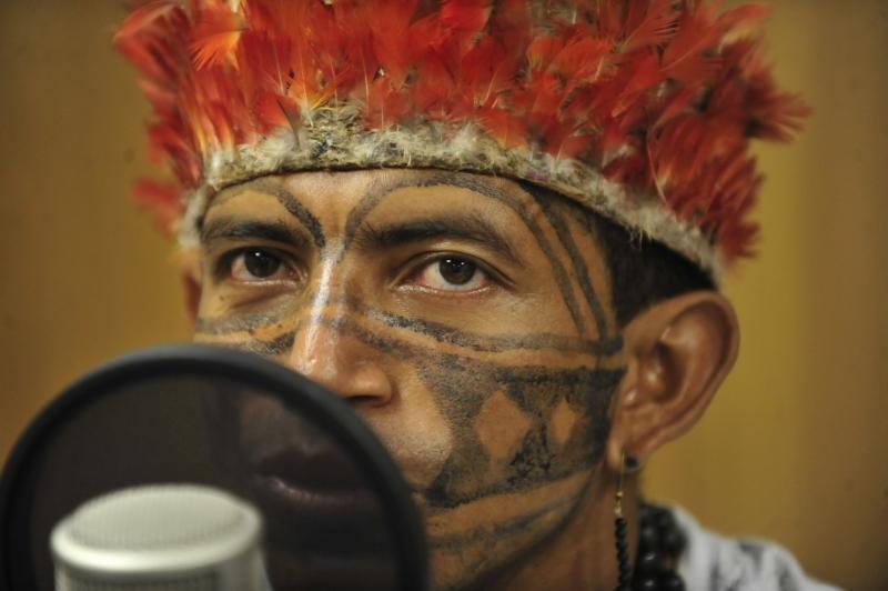 Brasília, 07/06/2013 - O programa Amazônia Brasileira, da Rádio Nacional da Amazônia, recebe índios da etnia Munduruku. Na foto, Valdenir Munduruku, da Aldeia Teles Pires, em Jacareacanga (PA)