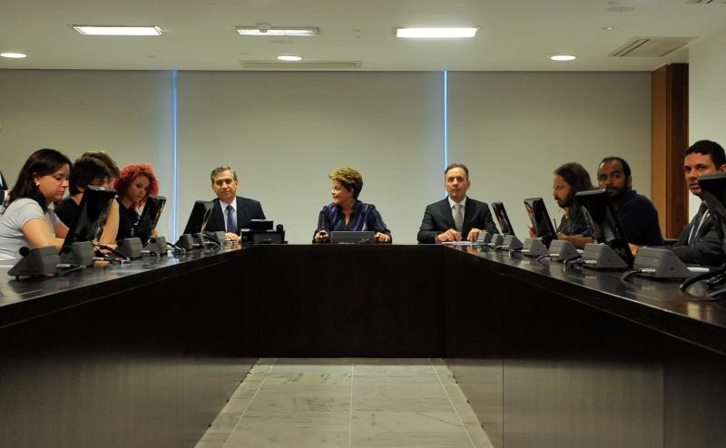 Brasília, 24/06/2013 – A presidenta Dilma Rousseff recebe integrantes do Movimento Passe Livre