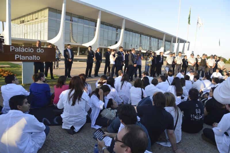 Brasília, 30/07/2013 - Profissionais da saúde fazem protestos contra o Mais Médicos