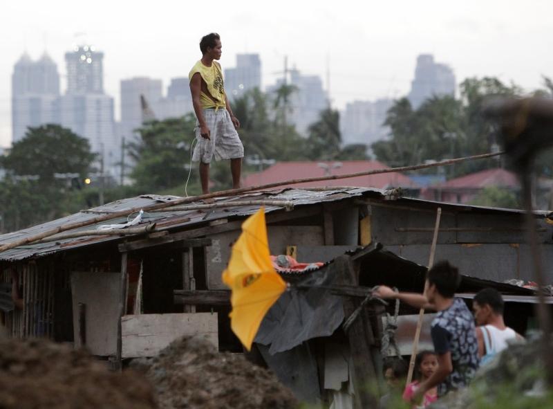 Danos no centro do Arquipélago das Filipinas após a passagem do Tufão Haiyan, que assola o país com ventos médios de 235 quilômetros por hora (km/h) e rajadas de 275 km/h