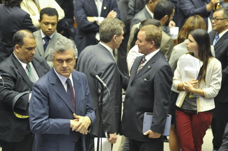 Brasilia - O vice-líder do DEM, deputado Ronaldo Caiado (GO), fala durante sessão plenária, que aprovou o texto da comissão mista que alterou a MP do Código Florestal. Foto de Jose Cruz/ABr