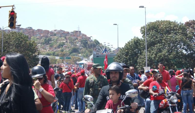 No primeiro dia de luto após a morte de Hugo Chávez, Caracas refletia, nessa quarta-feira (6), o impacto causado pela perda do presidente