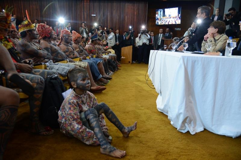 Brasília, 04/06/2013 - Cerca de 140 indígenas mundurukus se reúnem com o ministro da Secretaria-Geral da Presidência, Gilberto Carvalho