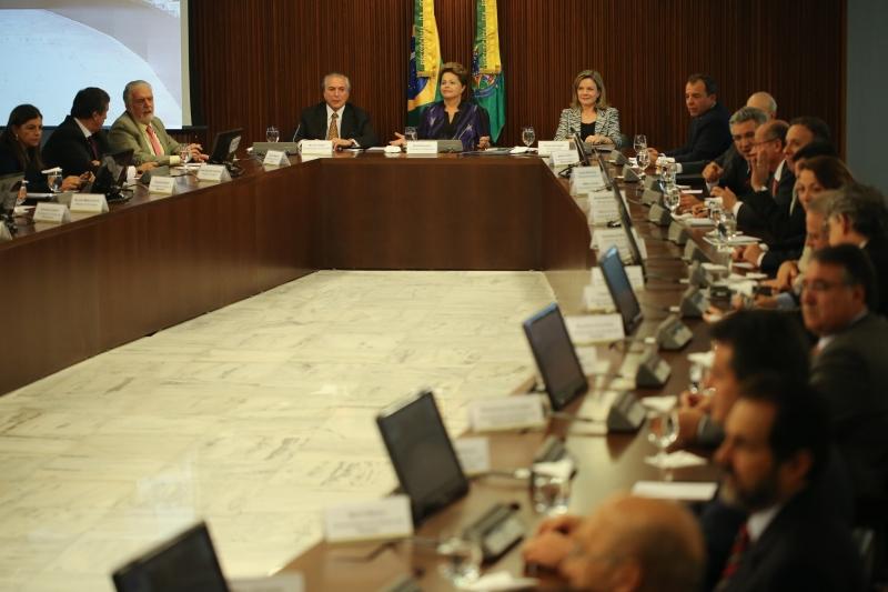 Brasília, 24/06/2013 - A presidenta Dilma Rousseff se reúne com governadores e prefeitos.