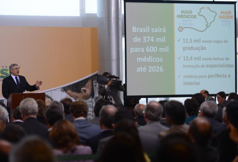 Brasília, 08/07/2013 – O ministro da Saúde, Alexandre Padilha