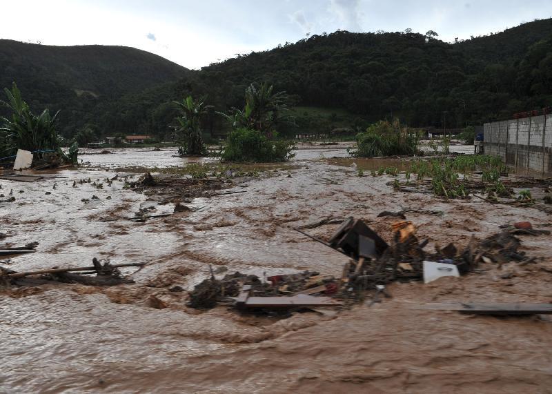 Teresópolis (RJ), 18/01/2011 - Região de Vieira, distrito de Teresópolis, alagada por chuva de uma hora de duração, foto de Valter Campanato/ABr