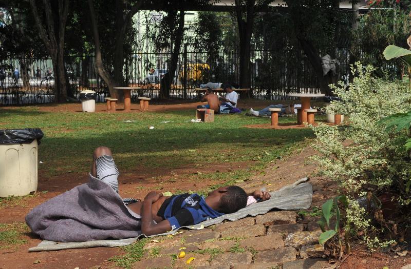 Moradores de rua, no Parque Dom Pedro 2º, em São Paulo. Foto de Valter Campanato/ABr.