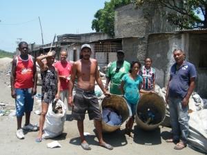 Ex-catadores do Aterro de Gramacho reclamam de abandono e falta de trabalho