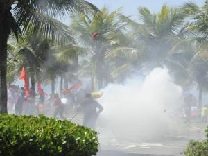 Seis manifestantes são feridos em confronto contra privatização do pré-sal