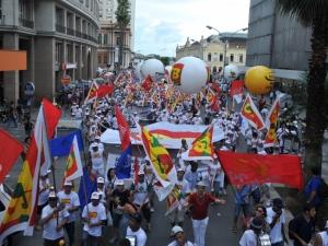 Crise econômica, Código Florestal e Rio+20 marcam os protestos da marcha de abertura do Fórum Social Temático