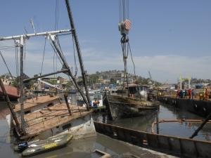 Estado tem 40 dias para tirar 33 carcaças de navios de Niterói