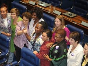 Senado aprova PEC das Domésticas e amplia direitos das trabalhadoras
