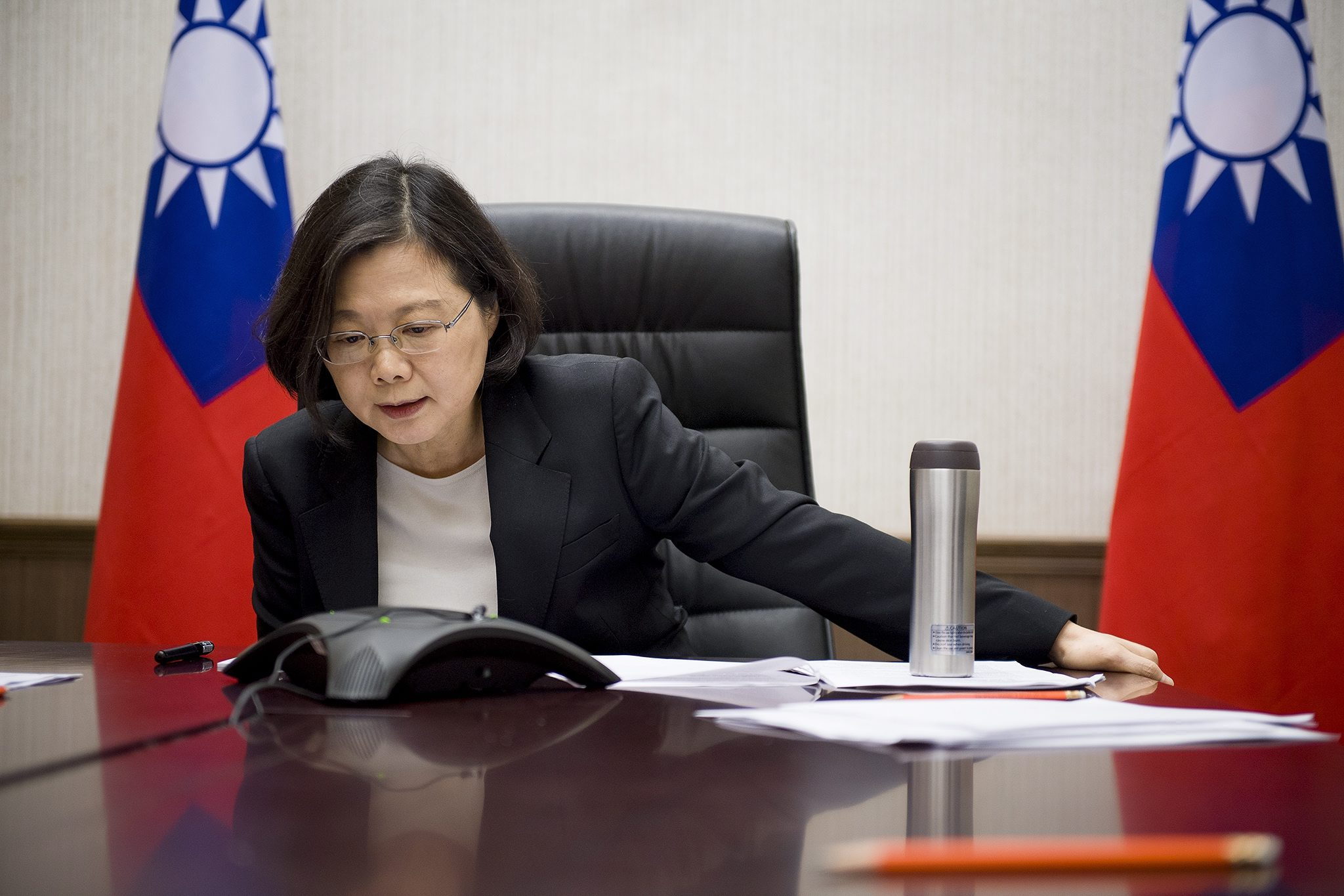 epa05657462 A handout picture released by the Office of the President Taiwan on 03 December 2016 shows Taiwanese President Tsai Ing-wen having a phone conversation with US President-elect Donald Trump late evening in Ta