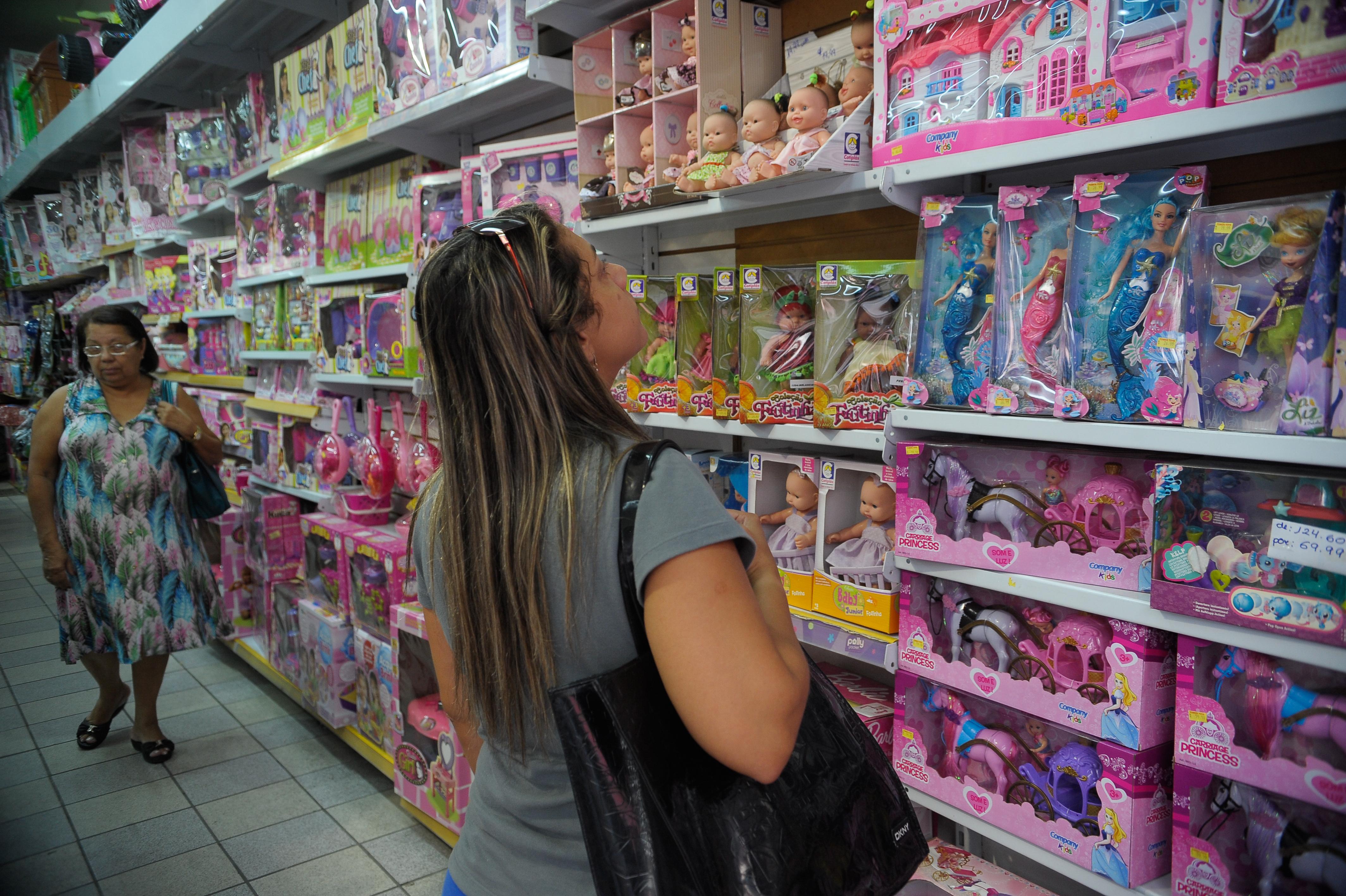 3e658c2ddc Rio de Janeiro - Comércio de artigos para o Dia da Criança na região da  Saara