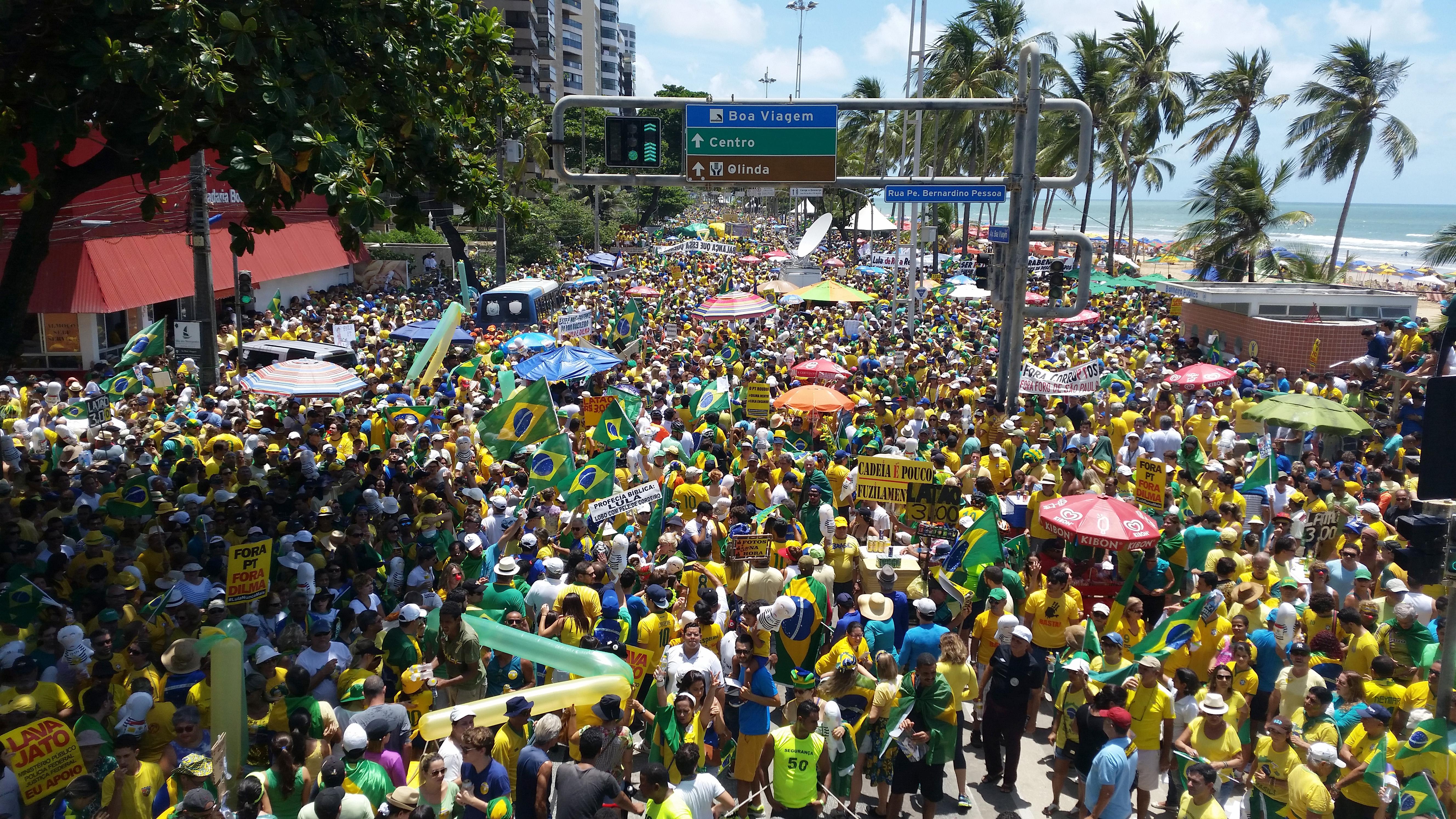 Recife - Manifestação no Recife contra a corrupção e pela saída da presidenta Dilma Rousseff (Sumaia Villela/Agência Brasil)