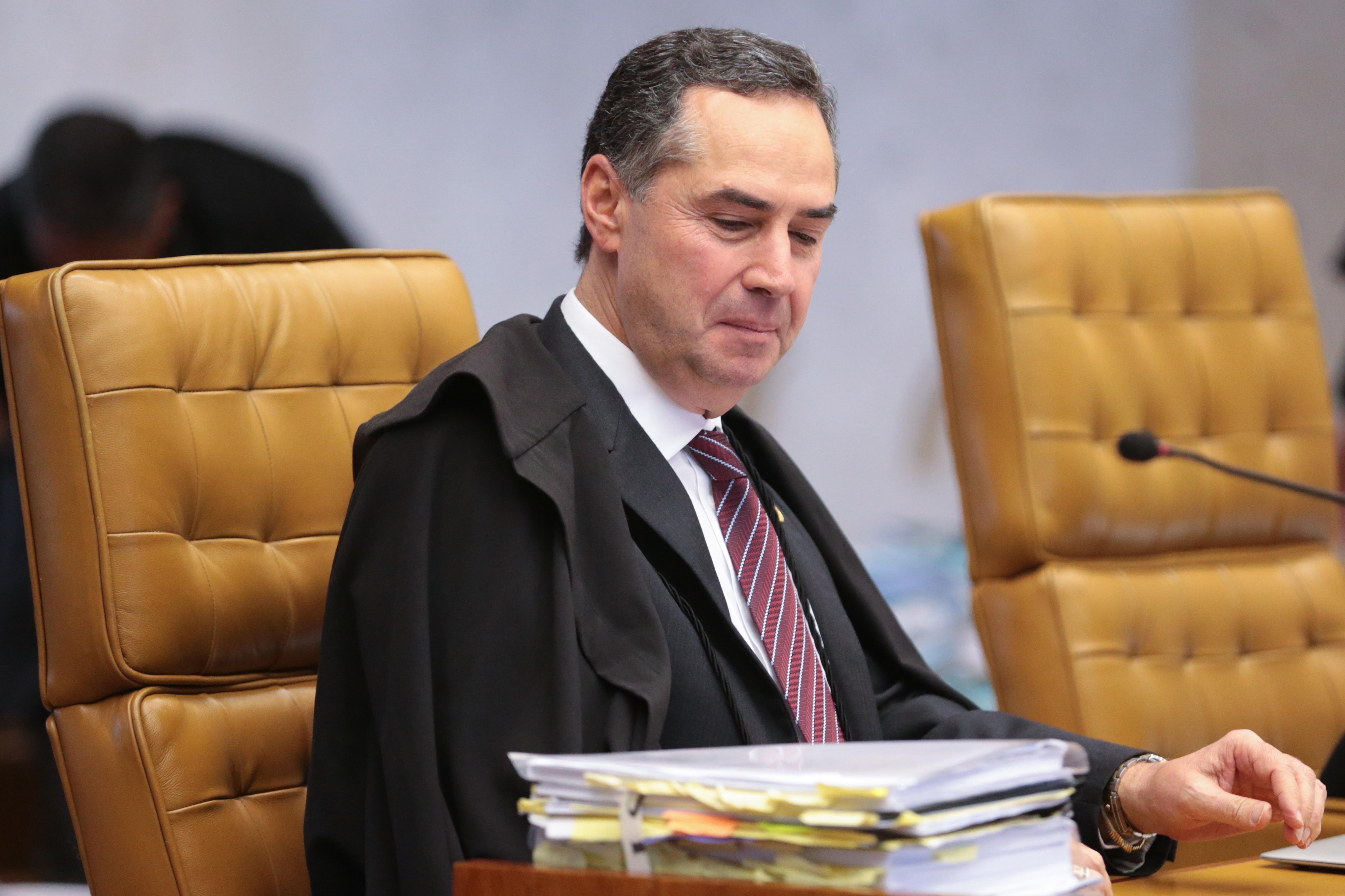 Brasília - Ministro Roberto Barroso em sessão do STF para definir a tese de repercussão geral nas ações que tratam da desaposentação (José Cruz/Agência Brasil)