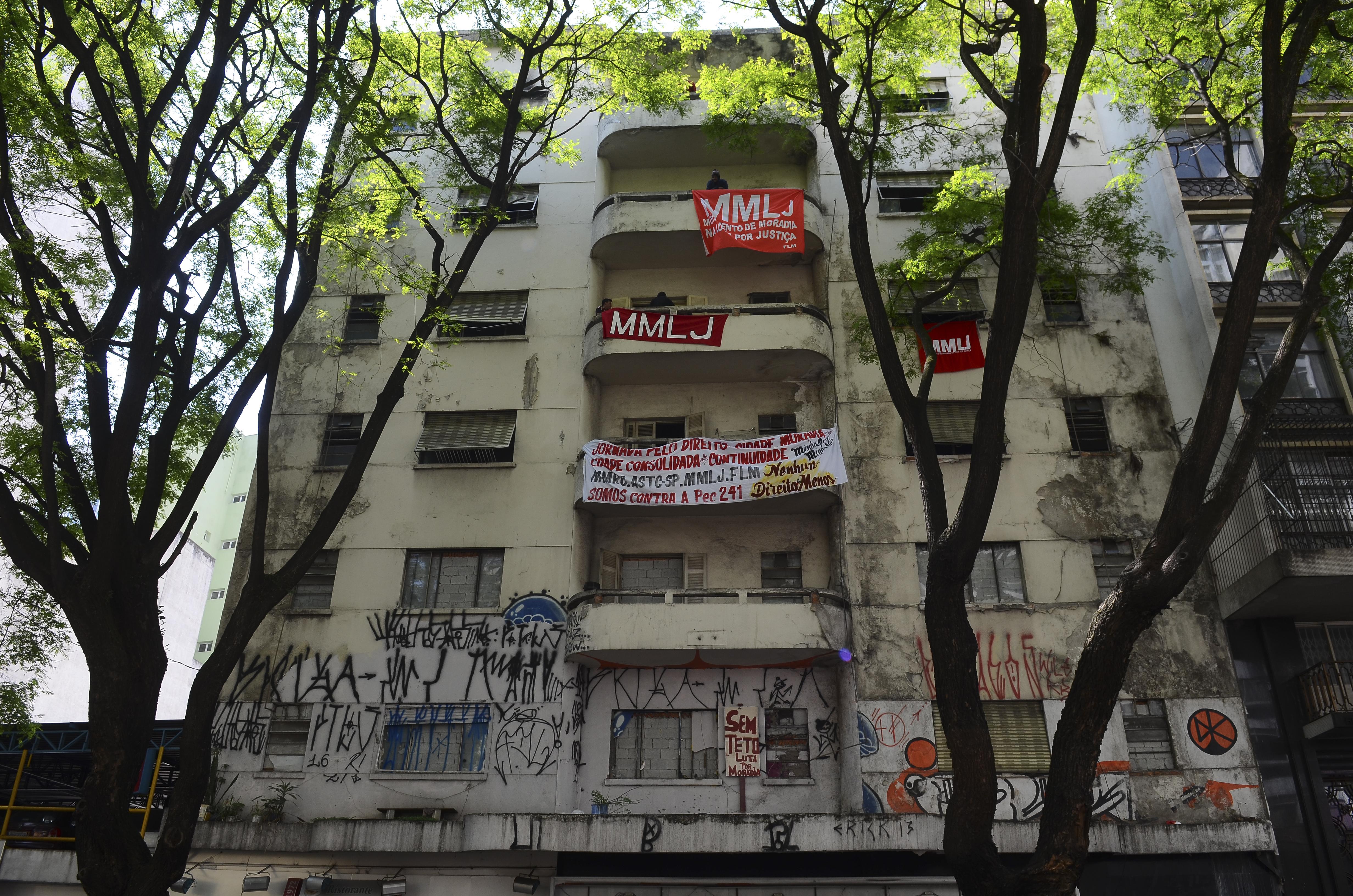 São Paulo - Integrantes da Frente de Luta por Moradia ocupam prédio na Rua Ipiranga, região central (Rovena Rosa/Agência Brasil)Rovena Rosa/Agência Brasil