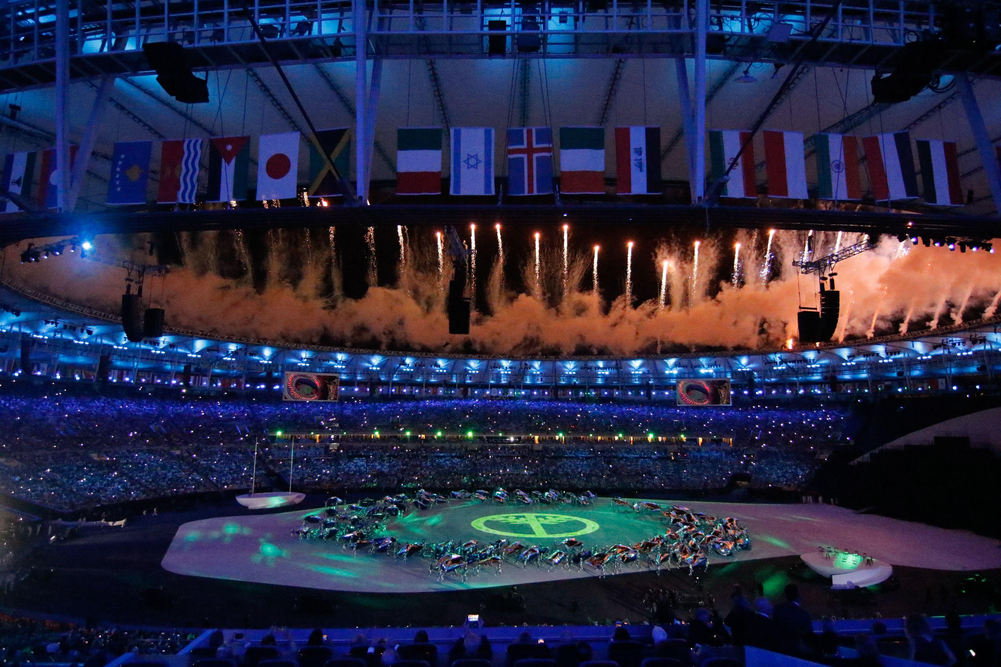 Rio de Janeiro - Público se encanta com a cerimônia de abertura dos Jogos  Olímpicos Rio daa40d10804ec