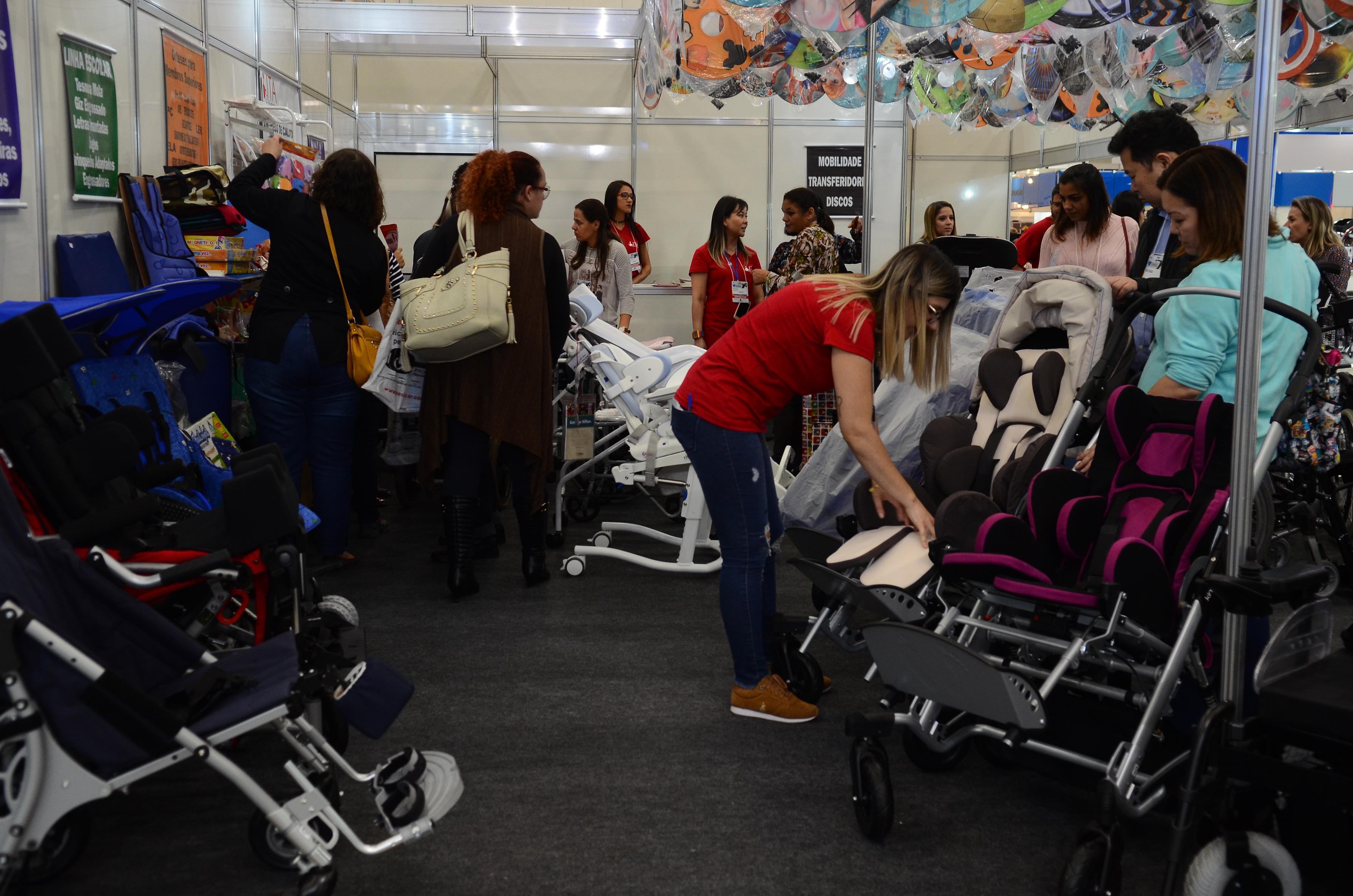 Resultado de imagem para Feira em São Paulo apresenta novas tecnologias para pessoas com deficiência