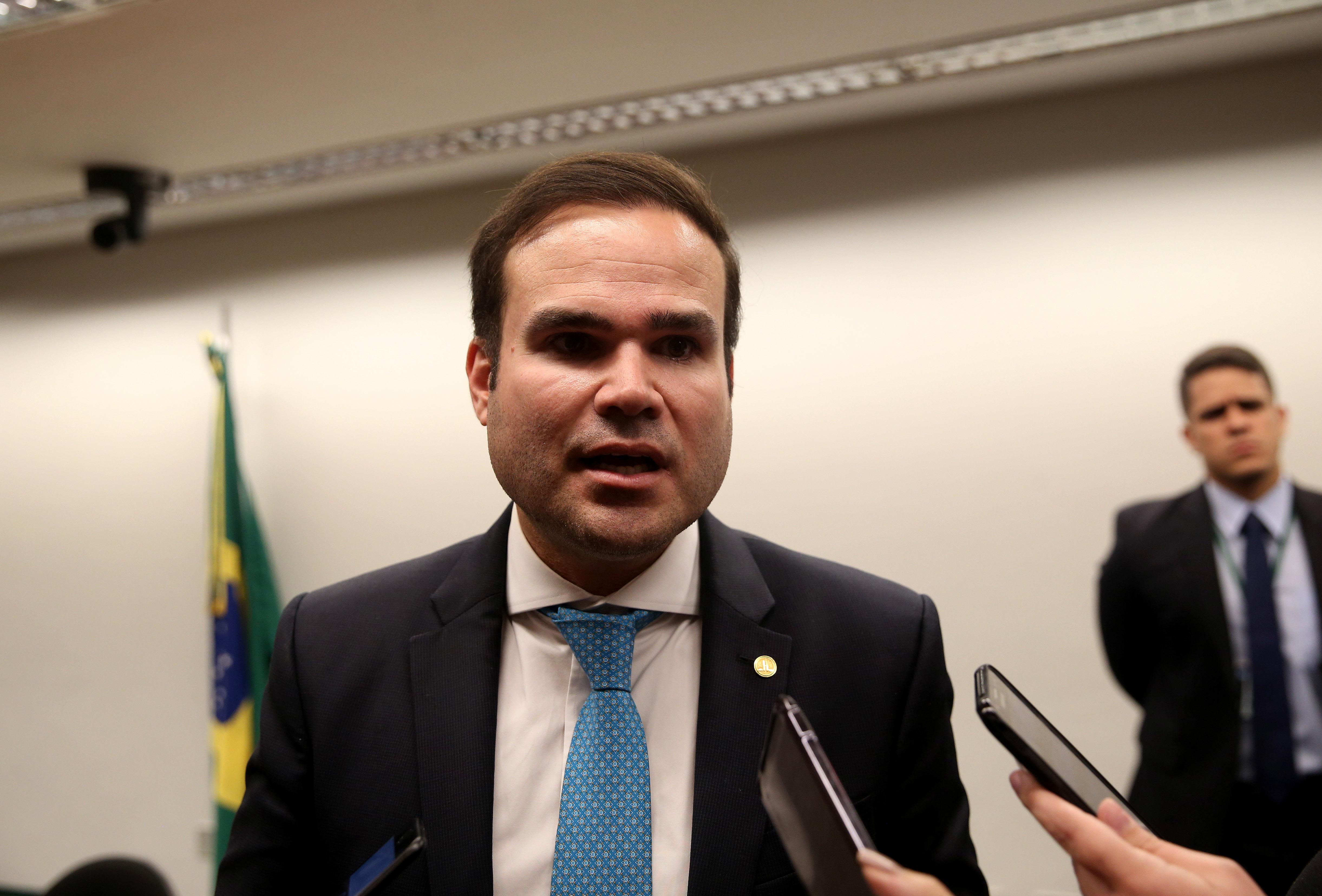 Brasília - O relator-geral do Orçamento de 2018, deputado Cacá Leão (PP-BA), fala à imprensa sobre a votação do projeto (Wilson Dias/Agência Brasil)