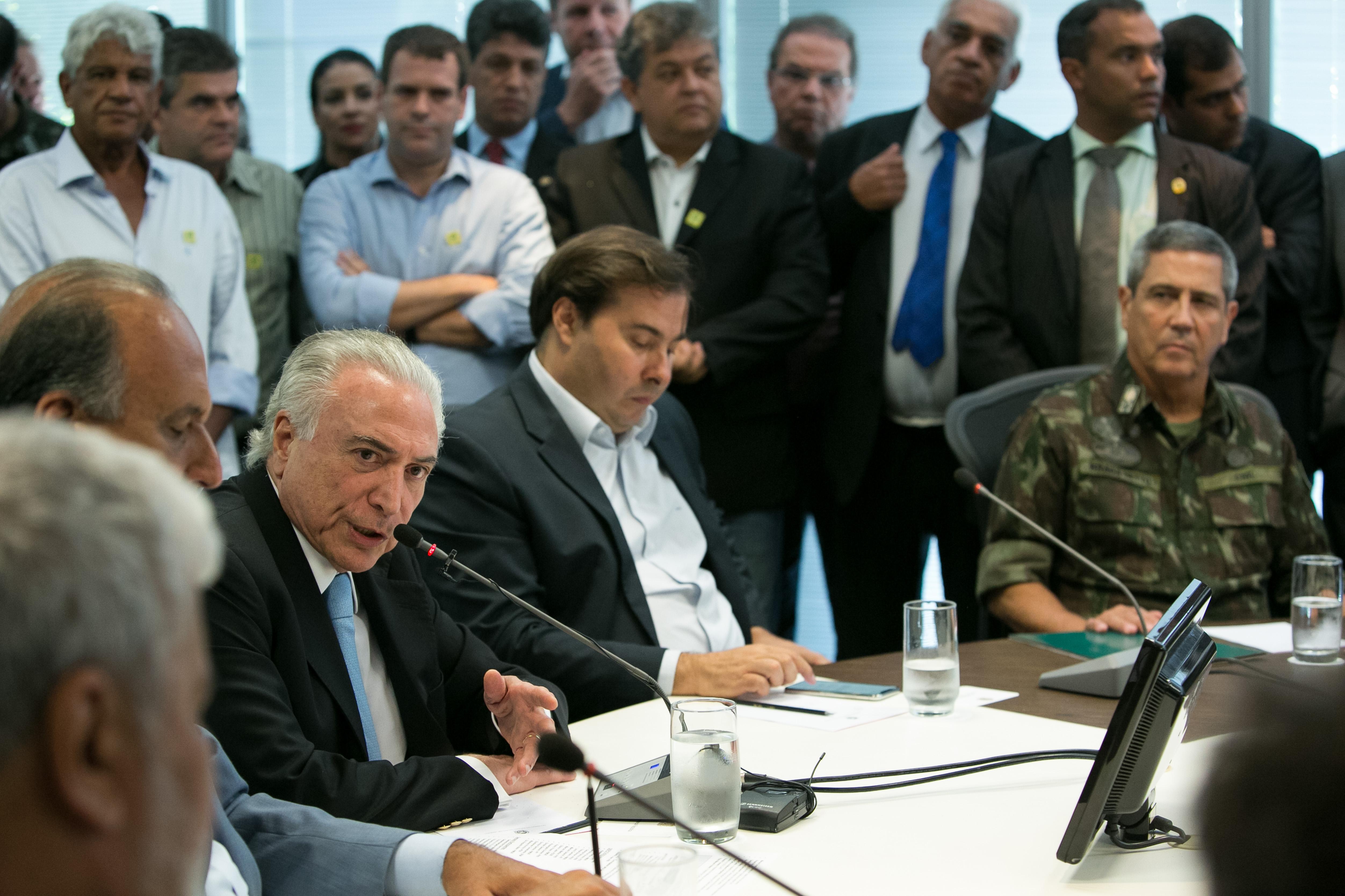 General mineiro afirma: 'há muita mídia', sobre crise de segurança no Rio
