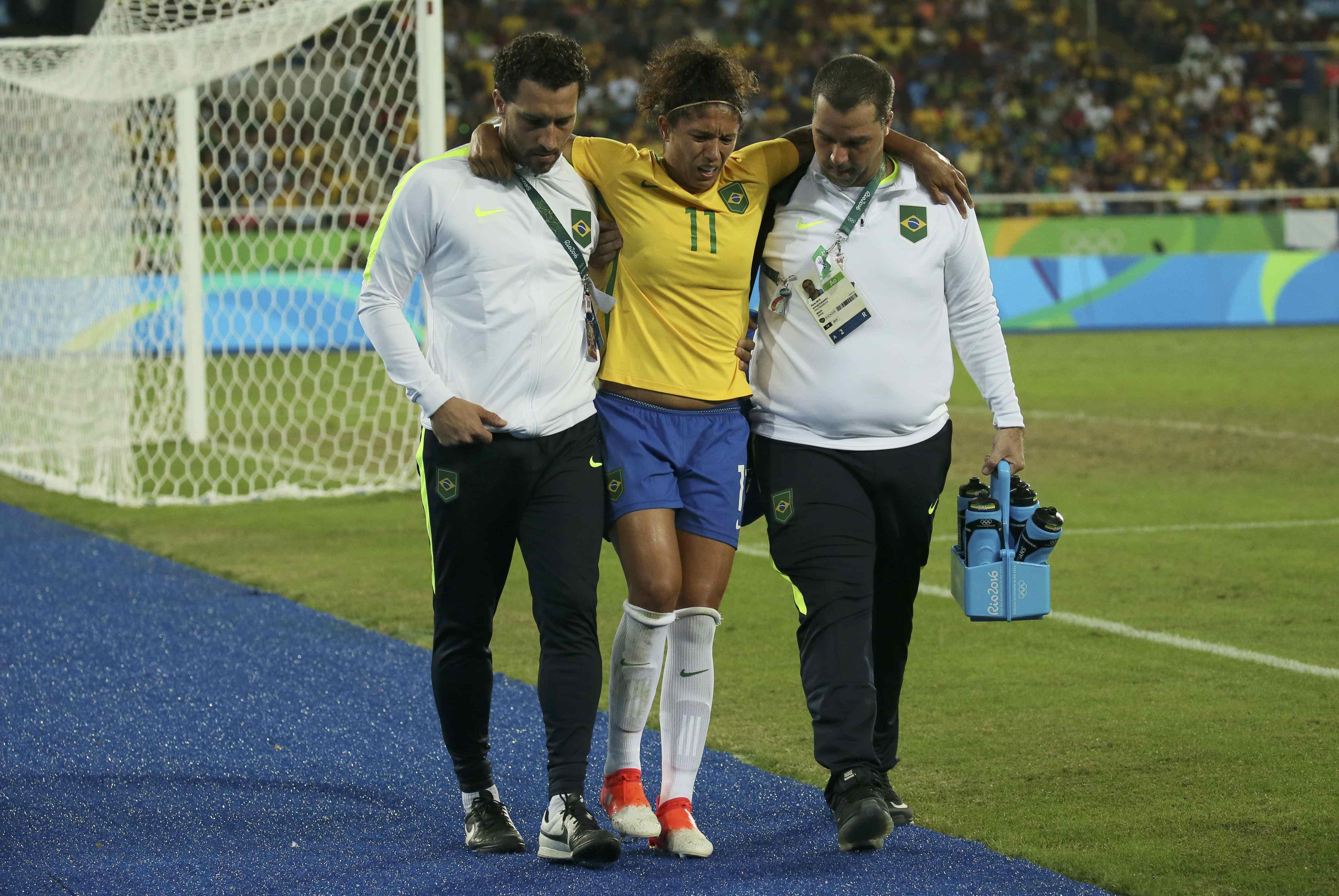 70b81dde3d Cristiane deixou o campo aos 21 minutos do segundo tempo da partida em que  o Brasil