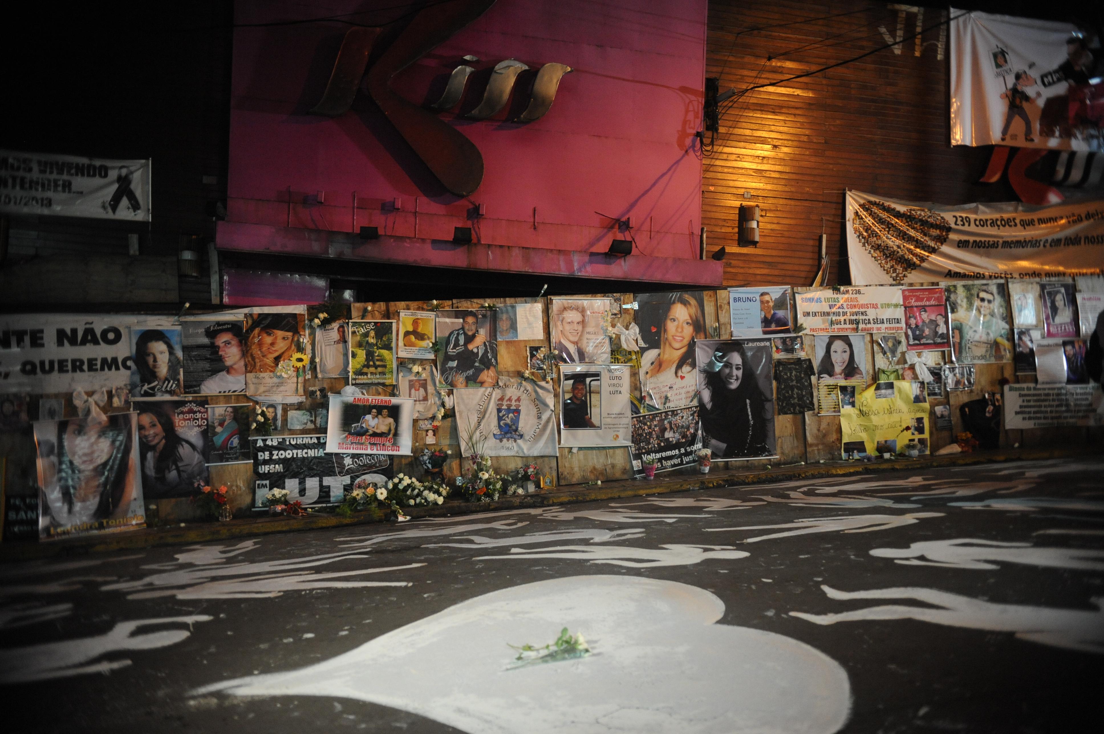 Processos judiciais e homenagens marcam três anos da tragédia da Boate Kiss   Agência Brasil
