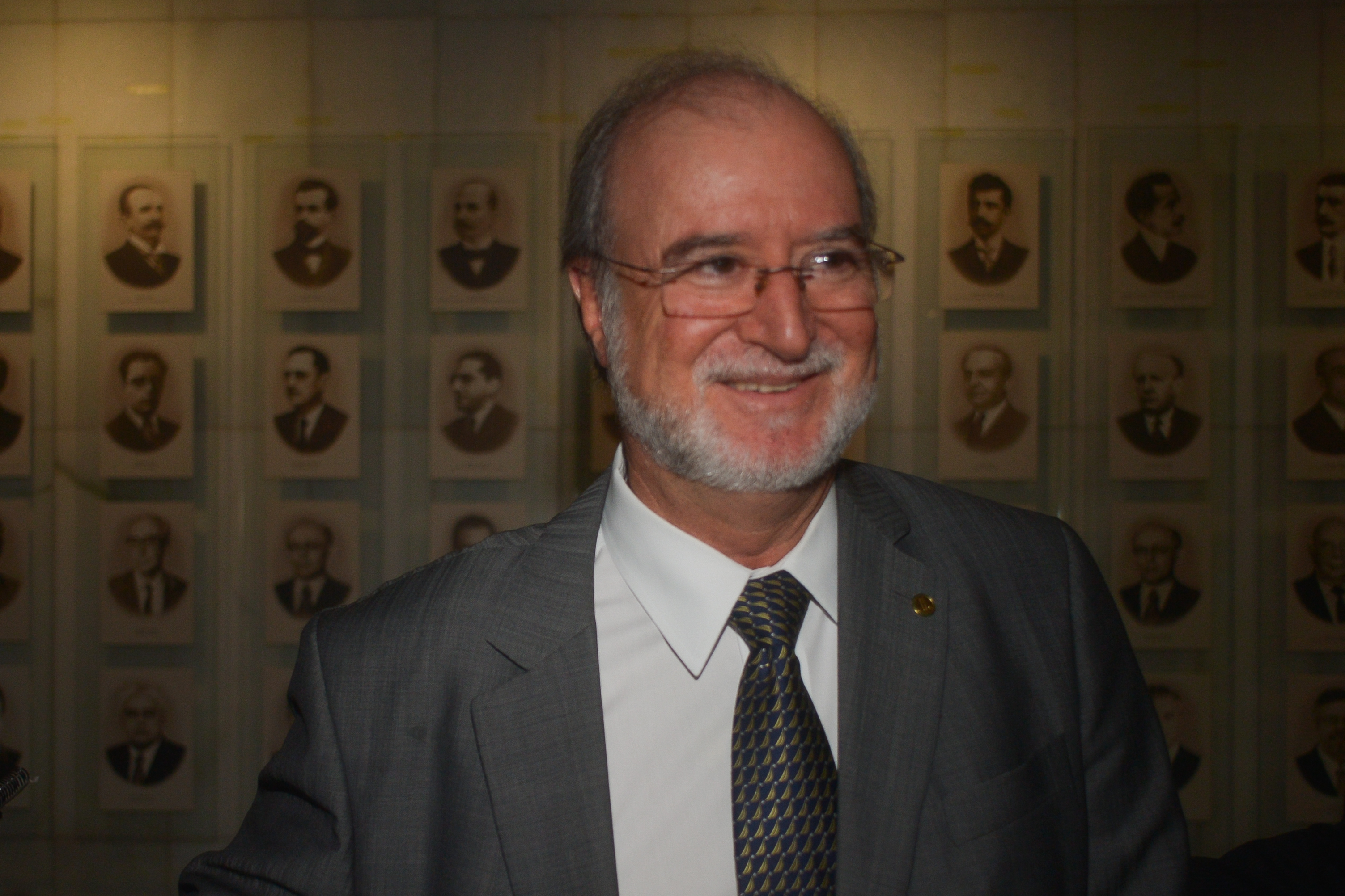TJ-MG mantém condenação de ex-governador tucano