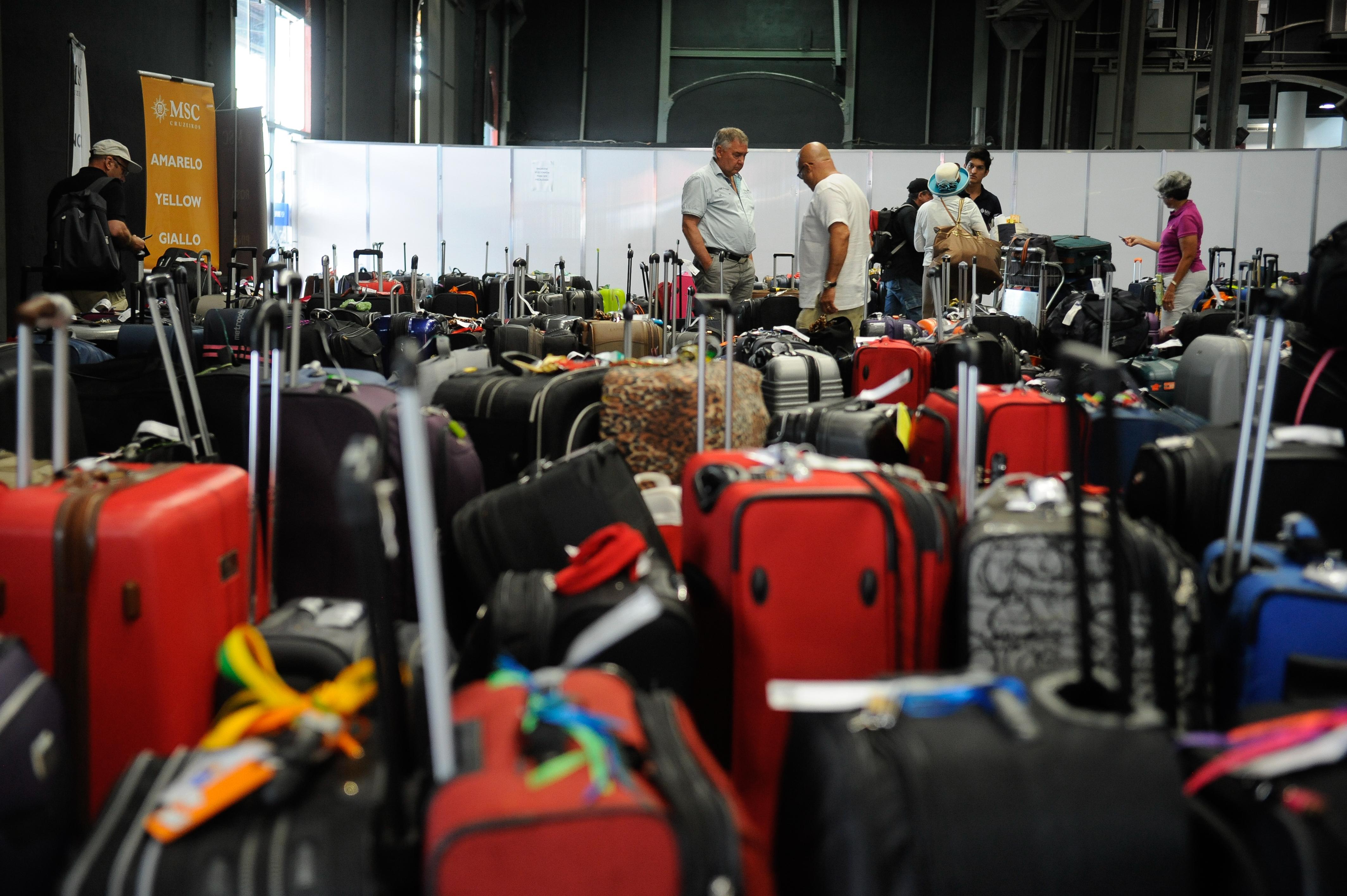 Resultado de imagem para nova politica de bagagens brasil