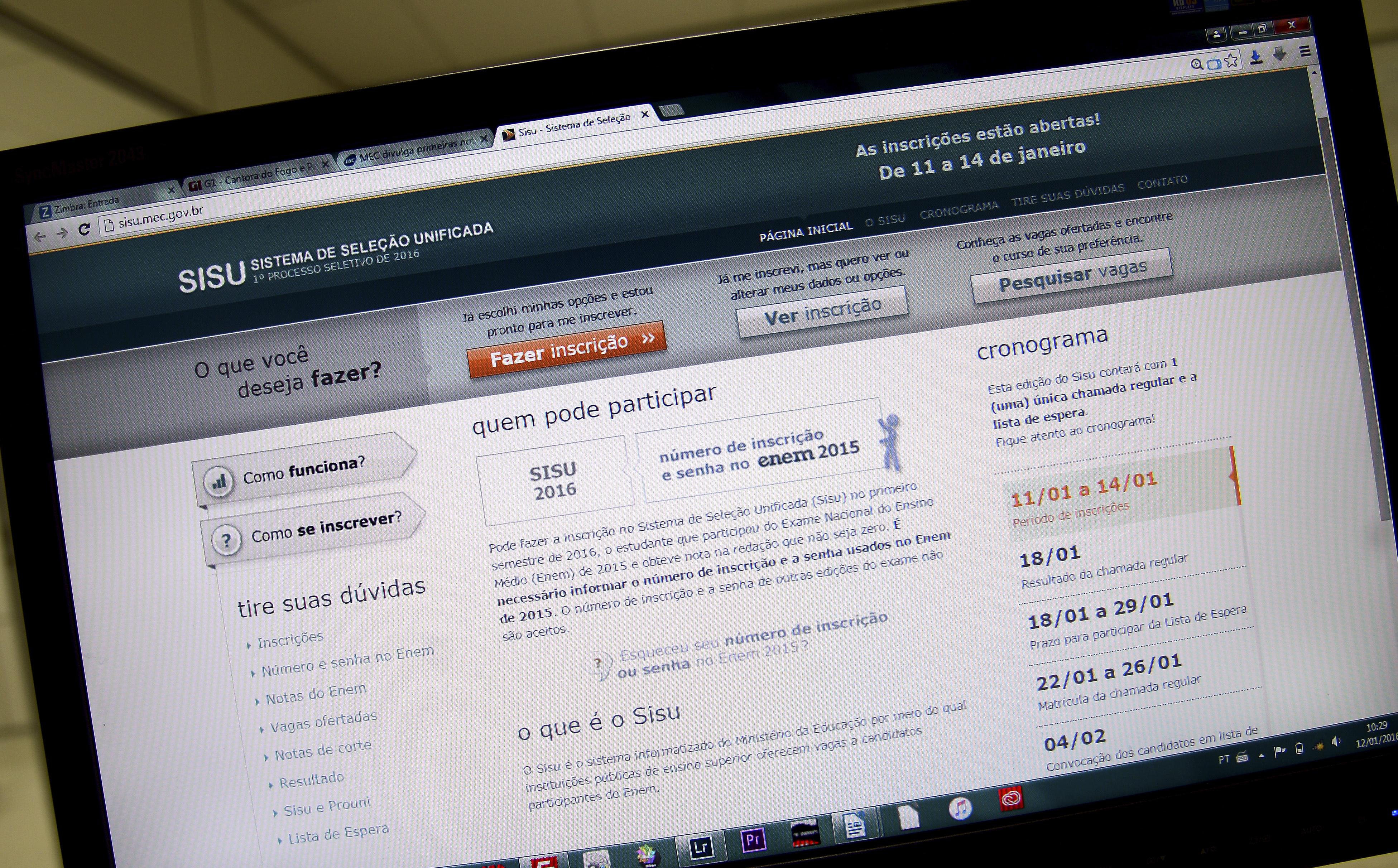 Brasília - As primeiras notas de corte do Sisu estão disponíveis. É possível acessar pela internet a nota mínima necessária para passar em cada um dos cursos oferecidos pelo sistema (Elza Fiuza/Agência Brasil)