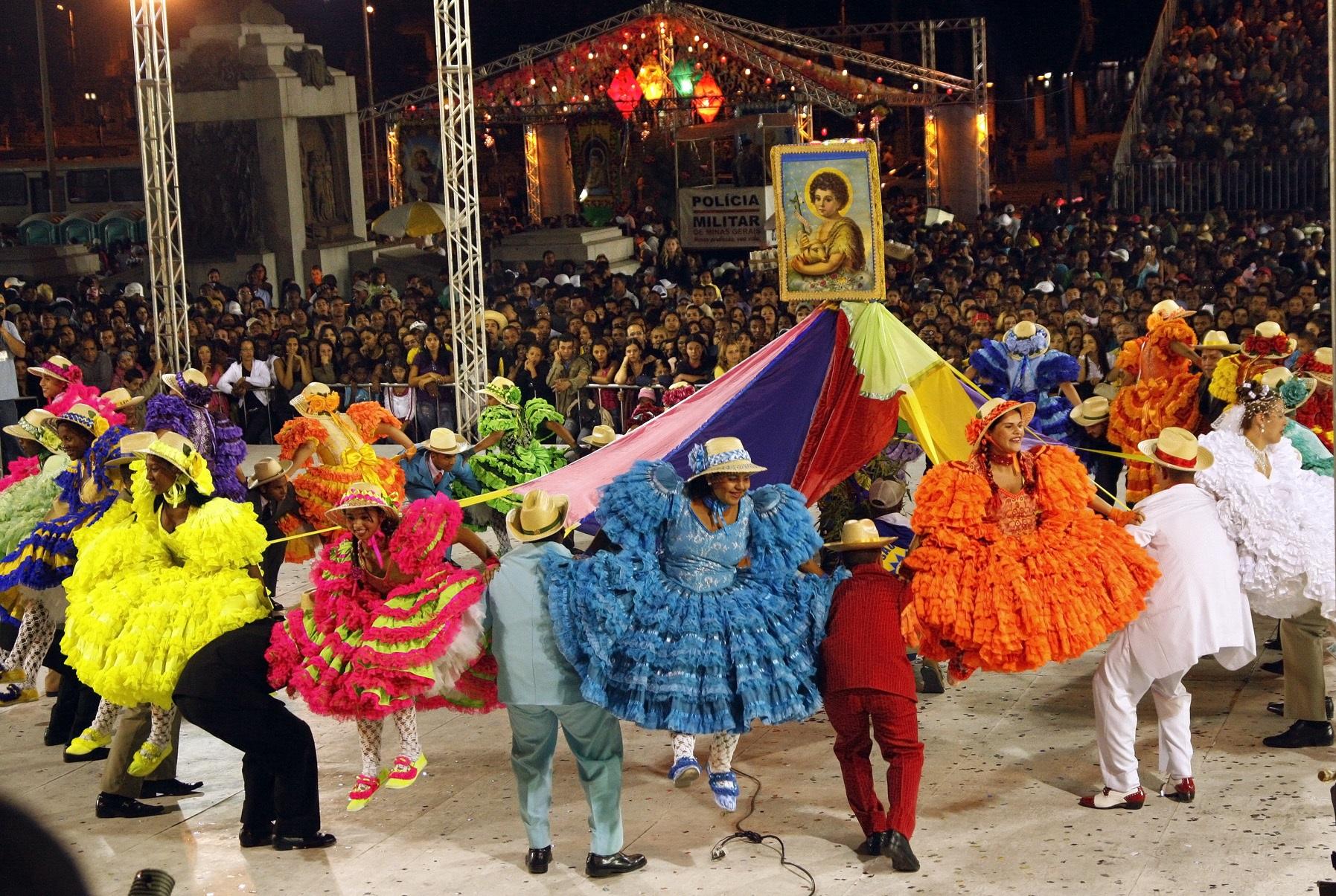"""Festas juninas em Belo Horizonte têm como destaques os arraias onde  quadrilhas se apresentam. """" 48cde360ae5"""