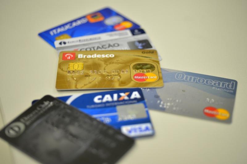 ebc565297a Taxa de juros do rotativo do cartão de crédito sobe para 415