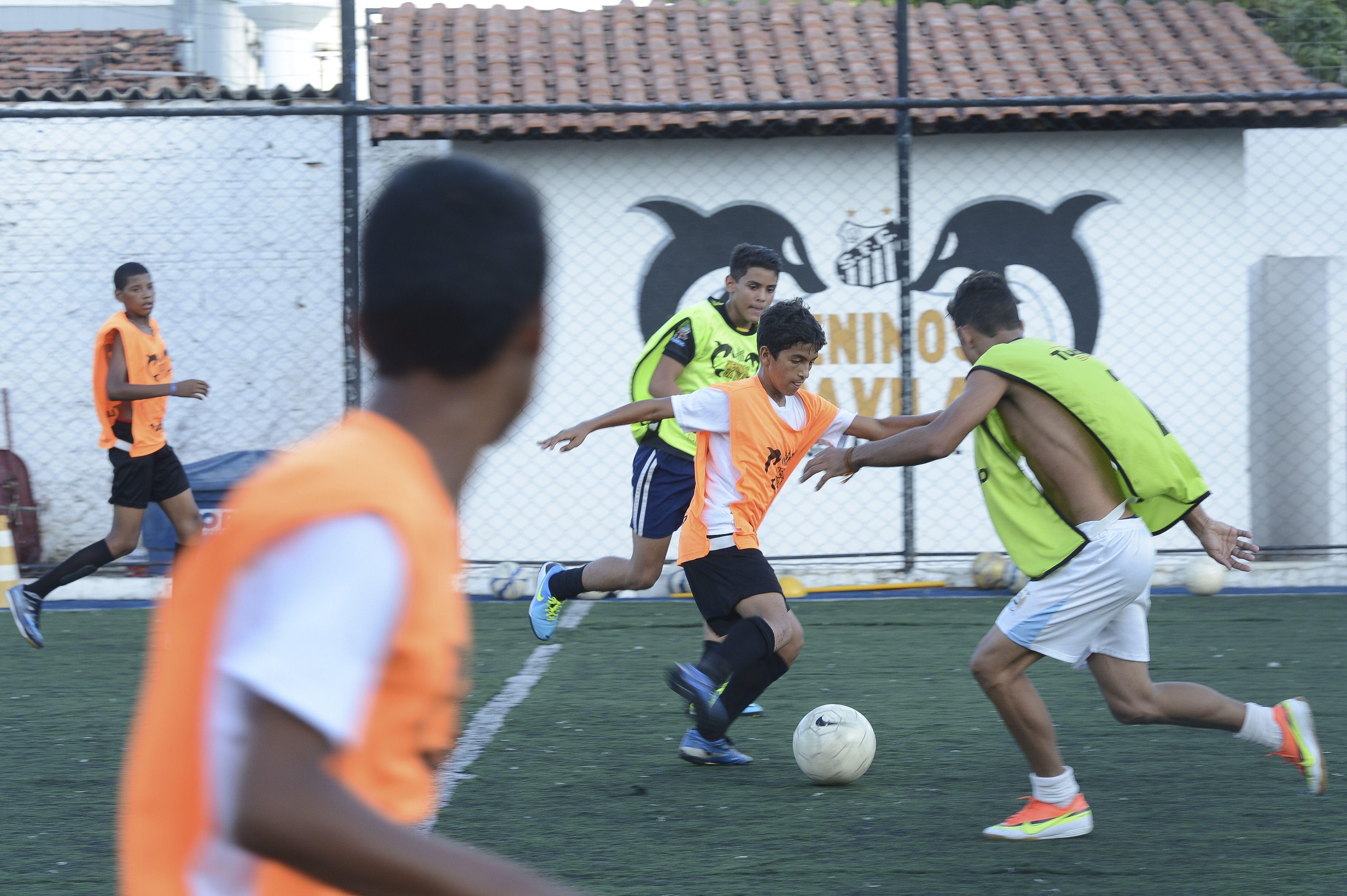 0aff579bde O futebol é o esporte mais praticado no Brasil reunindo quase 16 milhões de  pessoas Agência Brasil