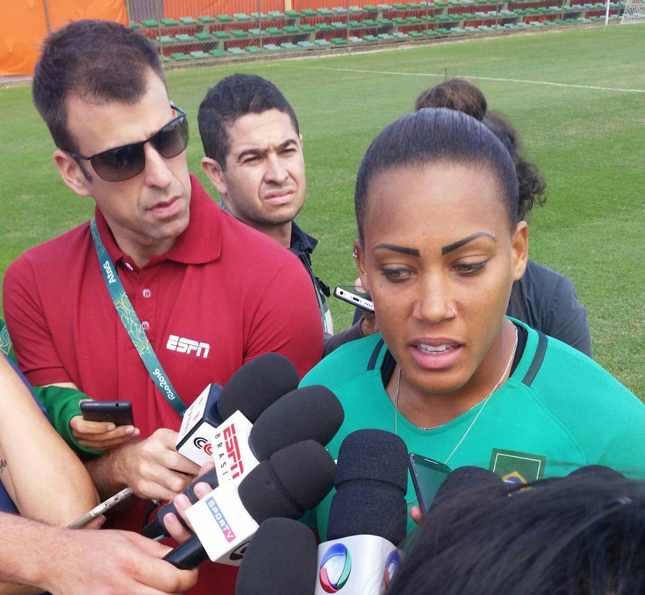 A goleira Barbara vai disputar a Rio 2016 pela seleção feminina de futebol  do Brasil ( 5bc2b87e1f057
