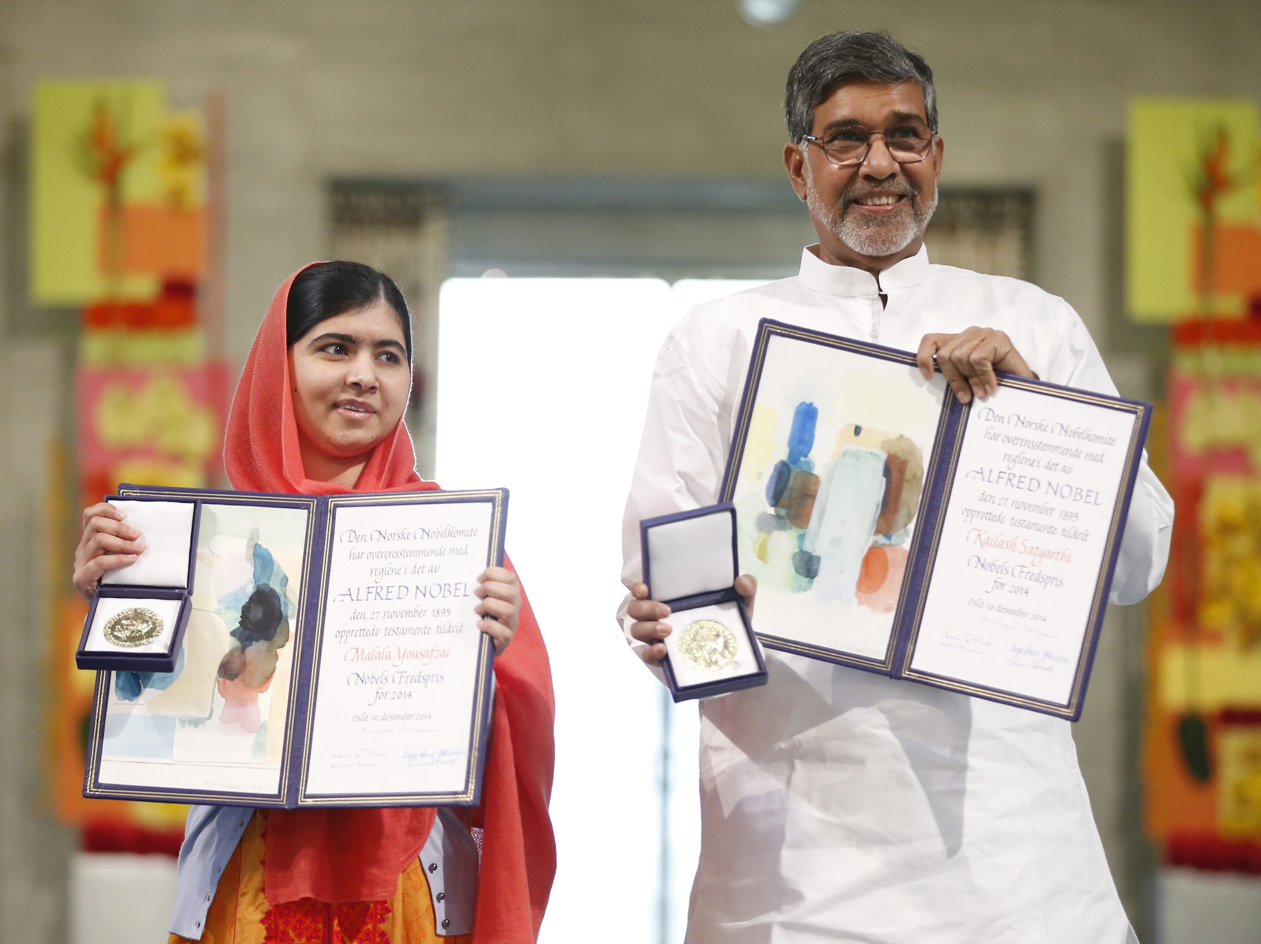 epa04522954 Laureates Kailash Satyarthi (R) and Malala Yousafzai display their medals and diplomas during the awarding ceremony of the 2014 Nobel Peace Prize at Oslo City Hall, Norway, 10 December 2014. Teen education a