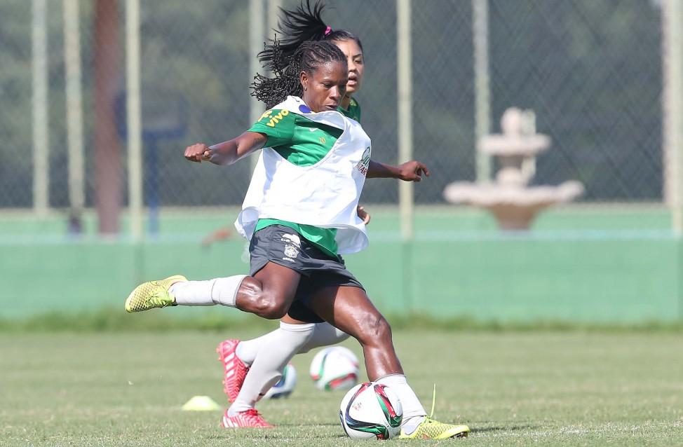 Rio 2016 começa hoje com futebol feminino  Brasil estreia em busca ... d8e8b9a3067f3