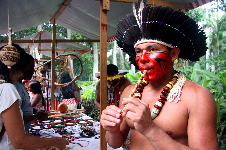 indios brasileiros pescando - Pesquisa Google | Indios