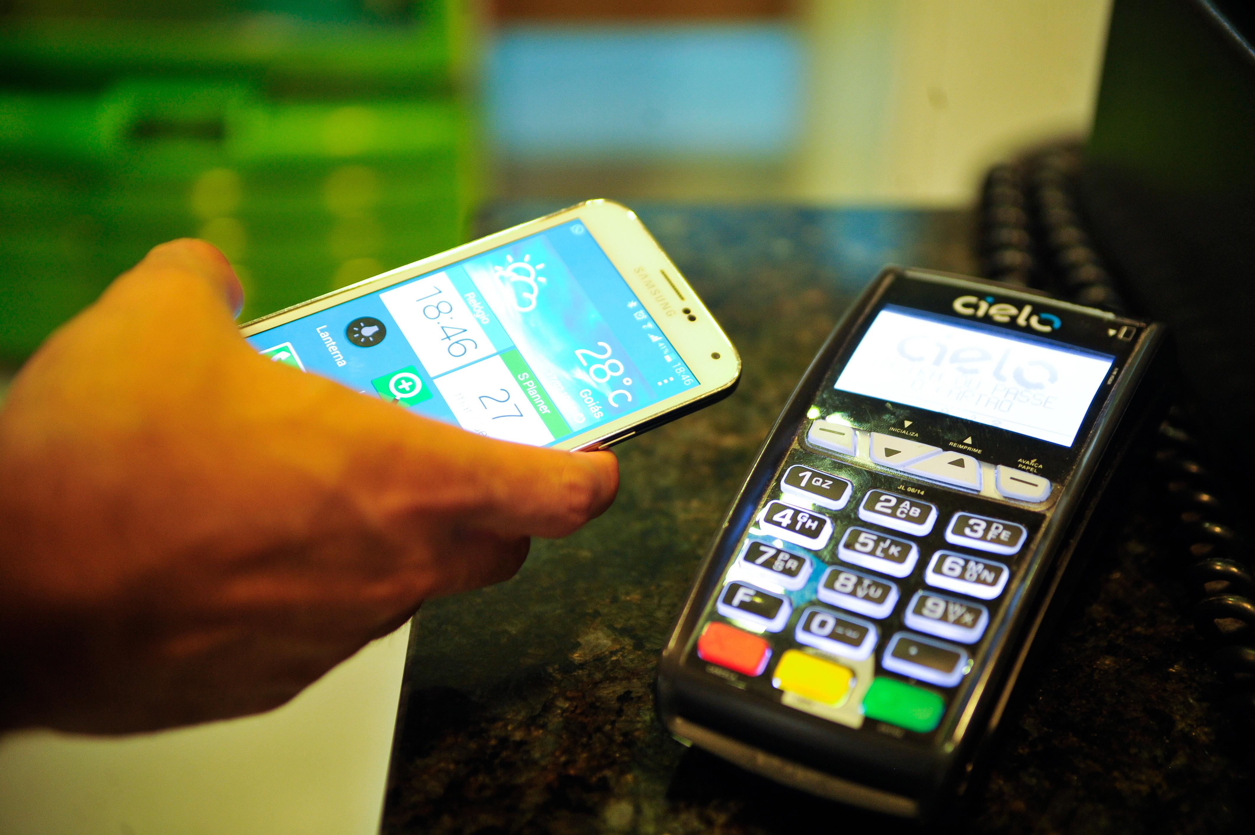 d54e744c90c44 Pagamento de compras por meio de smartphones chega ao Brasil ...