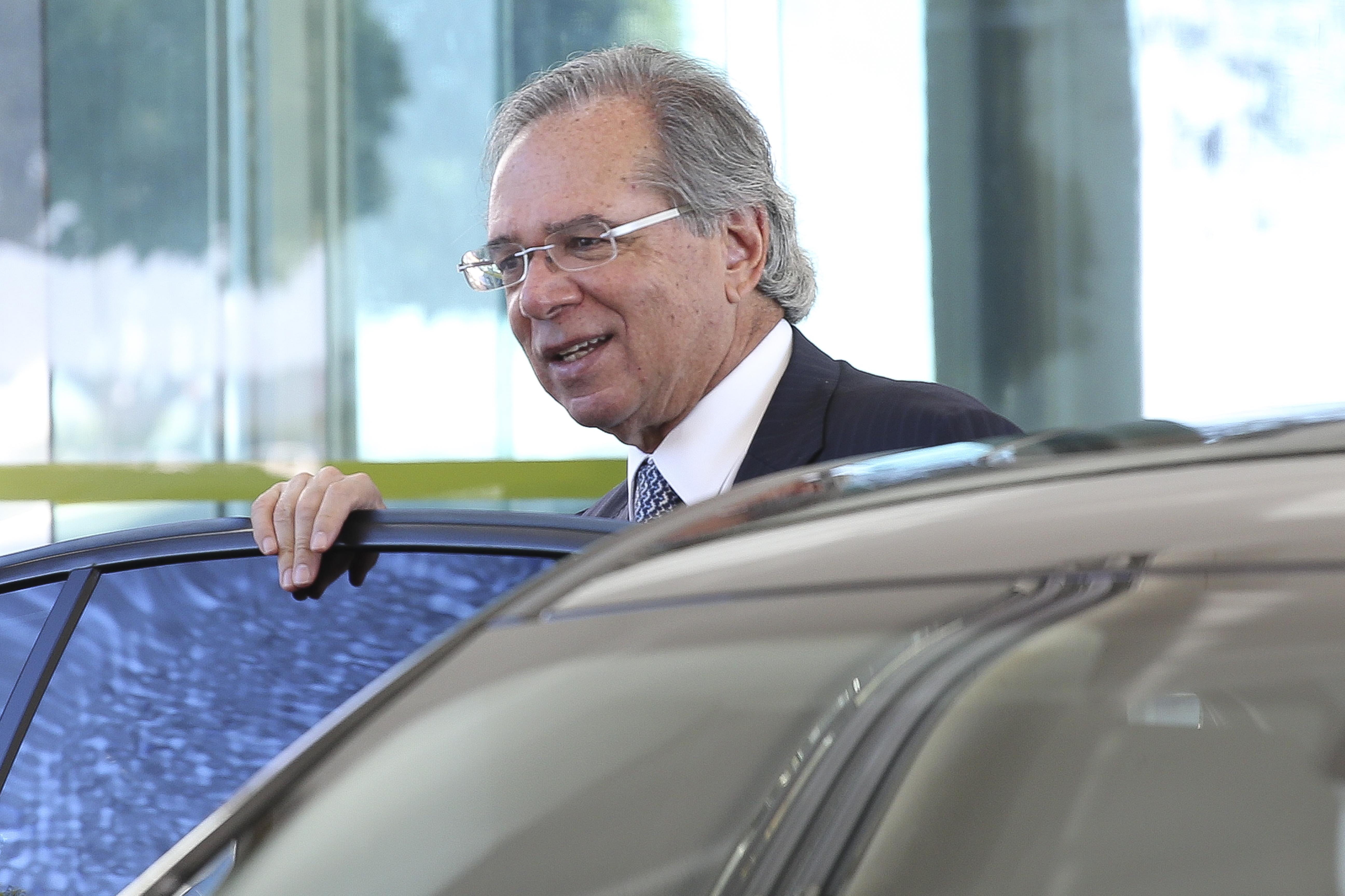 Paulo Guedes diz que vai liberar mais de R$ 100 bi em compulsórios